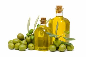 http://australianextravirgin.files.wordpress.com/2012/07/olive-oil-benefits-in-keeping-you-healthy-2-the-fashion-destination.jpg?w=551